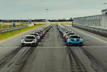 Rassemblement de 44 Porsche 911 GT2 RS sur le circuit de The Bend en Australie