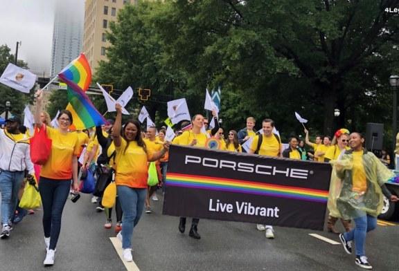 Porsche Cars North America au 49e défilé Atlanta Pride afin de célébrer la communauté LGBT * IQ