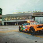 Une nouvelle Lamborghini Huracán RWD «Follow-Me» à l'aéroport de Bologne