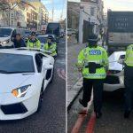 La honte d'un propriétaire d'une Lamborghini Aventador à Londres poussée par des policières
