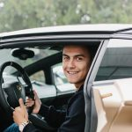 La star de football de la Juventus – Paulo Dybala – en visite chez Lamborghini