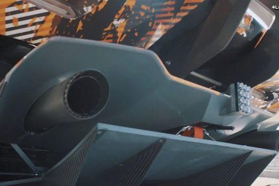 Rugissement sur circuit de la Lamborghini Aventador SVR à moteur V12