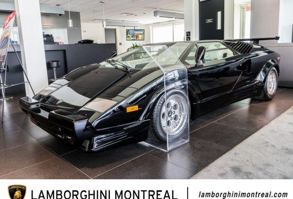 Une Lamborghini Countach 25 anniversario de 1990 quasi neuve en vente