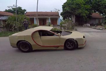 Une étonnante Bugatti Chiron en carton et roulante