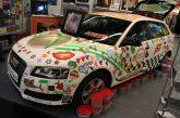 Une Audi A3 recouverte de perles décoratives